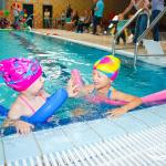 Zawody drużynowe - zabawa na basenie