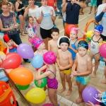 Balony na urodzinach na basenie