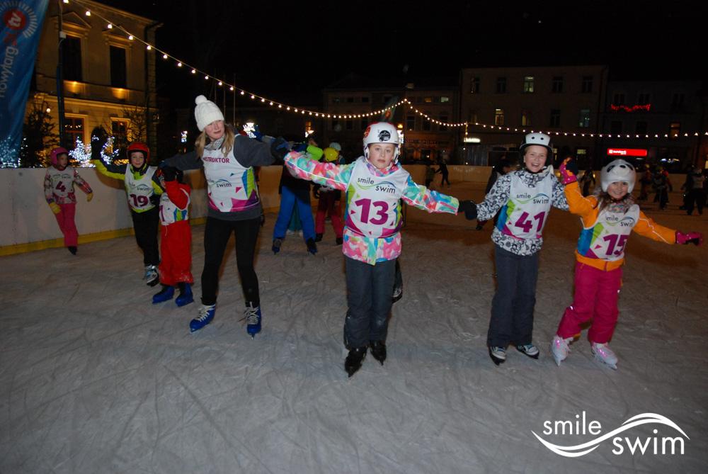 Ferie zimowe - zabawa na lodowisku